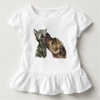 T-shirt Pour Les Tous Petits Chaton tigré obtenant un baiser de pitbull