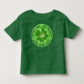 T-shirt Pour Les Tous Petits Les Irlandais du jour de St Patrick m'embrassent