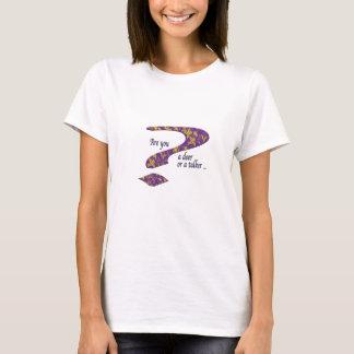 T-shirt Pourpre de question de faiseur ou de causeur