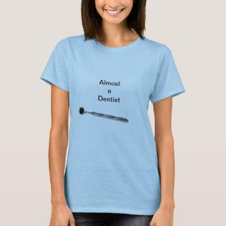T-shirt Presque un dentiste pour des femmes