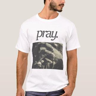 T-shirt priez. Conception religieuse