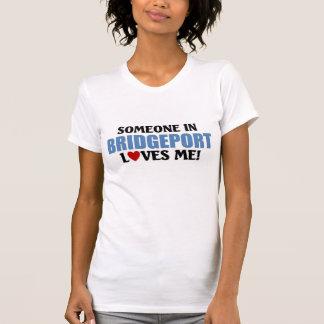 T-shirt Quelqu'un à Bridgeport m'aime