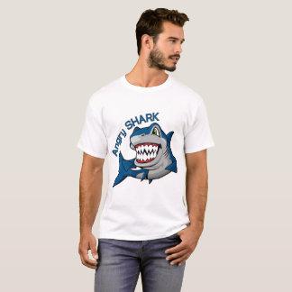 T-shirt requin fâché