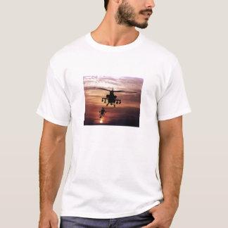 T-shirt Retours au pays d'hélicoptère d'Apache