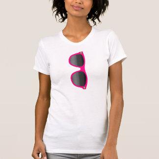T-shirt rose de dames de lunettes de soleil