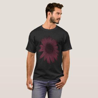 T-shirt rouge foncé 6x sur le noir plus la chemise de