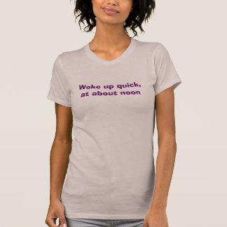T-shirt S'est réveillé vite, à environ midi