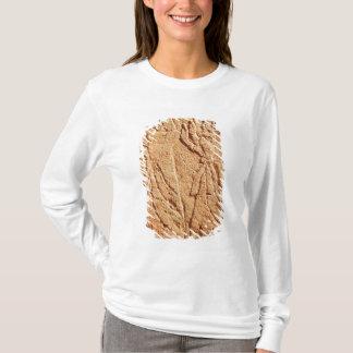 T-shirt Soulagement dépeignant l'employé rendant hommage