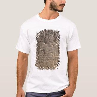 T-shirt Stela dépeignant un guerrier tenant un club