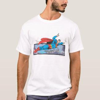 T-shirt Superman vole par la ville