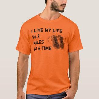 T-shirt T de base - Je vis ma vie 26,2 milles à la fois
