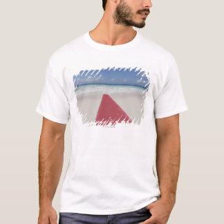 T-shirt Tapis rouge sur une plage