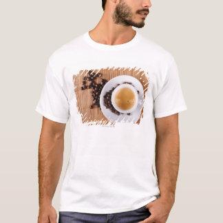 T-shirt Tasse de café express sur un tapis