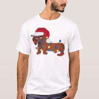 T-shirt Teckel embrouillé dans des lumières de Noël