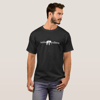 T-shirt Tesla plus grand qu'Edison - la pièce en t foncée