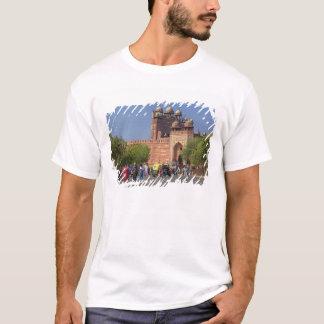 T-shirt Touristes devant Fatehpur Sikri, dans
