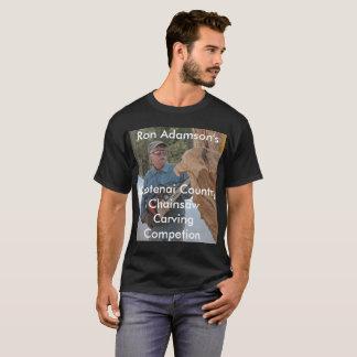 T-shirt Tronçonneuse de Ron Adamson découpant la