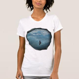 T-shirt Un morceau surréaliste de pièce en t de graphique