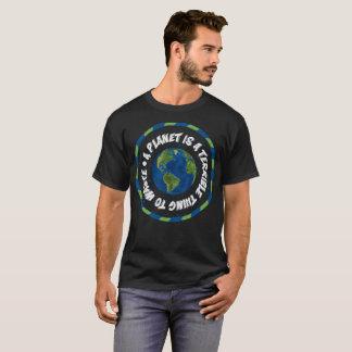 T-shirt Une planète est une chose terrible à gaspiller