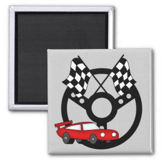 T-shirts et cadeaux rouges de voiture de course magnet carré