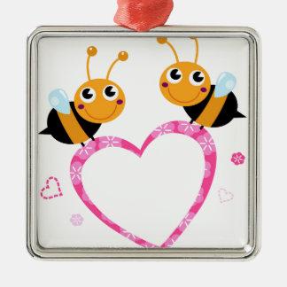 T-shirts extraordinaires d'abeilles d'amour ornement carré argenté