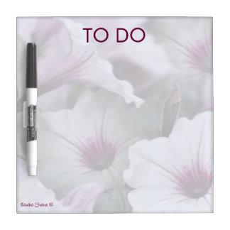 Tableau Effaçable À Sec Les pétunias doucement blancs et roses sèchent le