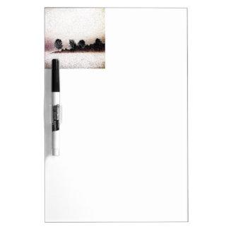 Tableau Effaçable À Sec Silhouette noire et blanche d'arbre de brouillard