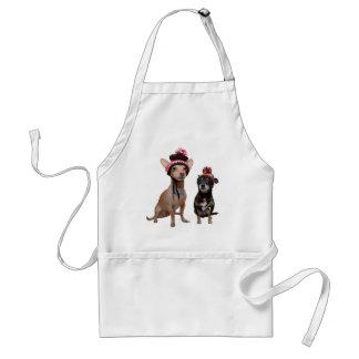 Tablier chiens de chiwawa dans des casquettes d'hiver avec