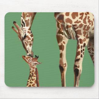 Tapis De Souris Baisers de girafe et de veau de bébé