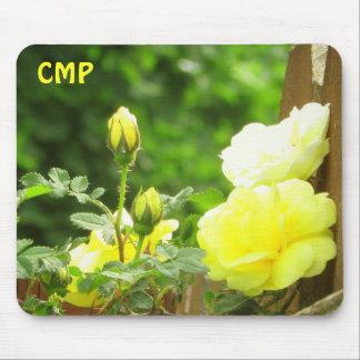 Tapis De Souris Barrière en bois et rose jaune vos initiales