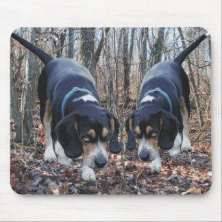 Tapis De Souris Beagles chassant dans les bois Mousepad