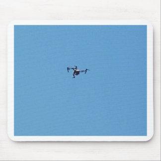 Tapis De Souris Bourdon de Hoovering contre la simplicité de ciel
