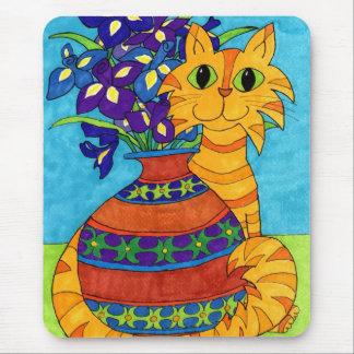 Tapis De Souris Chat avec des iris dans le vase de Talavera
