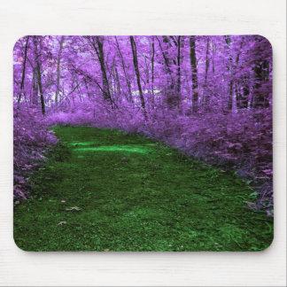 Tapis De Souris Chemin vert mystique dans la forêt pourpre