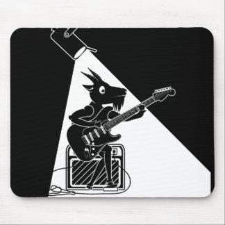 Tapis De Souris Chèvre noire et blanche jouant la guitare