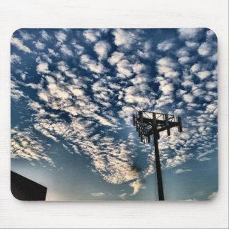 Tapis De Souris Cieux bleus avec les nuages dispersés - HDR