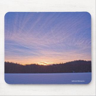 Tapis De Souris Coucher du soleil au-dessus de lac et d'arbres
