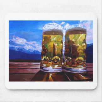 Tapis De Souris Deux bières avec des montagnes