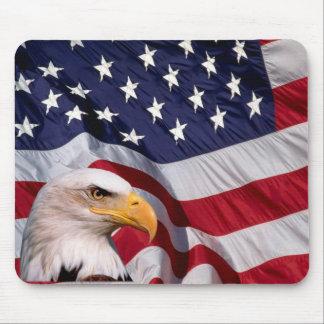 Tapis De Souris Eagle chauve avec le drapeau américain à