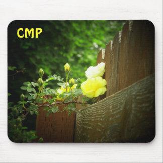 Tapis De Souris La barrière en bois et le rose jaune protègent vos