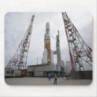 Tapis De Souris La fusée de H-IIB sur la plate-forme de lancement