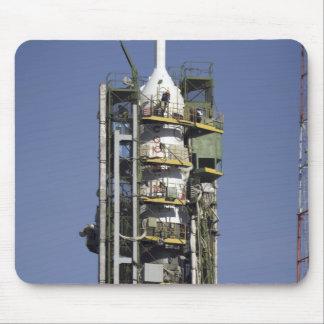 Tapis De Souris La fusée de Soyuz est érigée en le place
