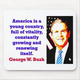 Tapis De Souris L'Amérique est un jeune pays - G W Bush
