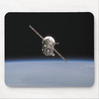 Tapis De Souris Le vaisseau spatial de Soyuz TMA-11 au-dessus du