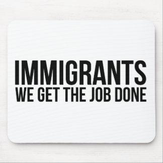 Tapis De Souris Les immigrés que nous obtenons le travail réalisé