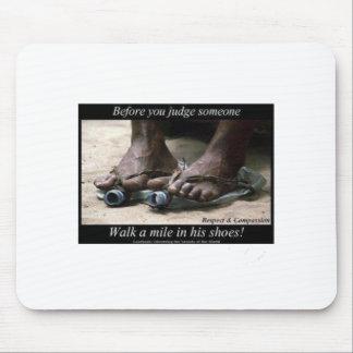 Tapis De Souris Marchent un mille dans des leurs chaussures