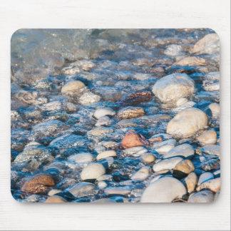 Tapis De Souris Pierres de plage sur le rivage de lac