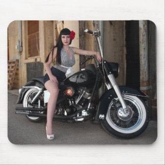 Tapis De Souris Pin du centre de rockabilly de moto d'allée vers