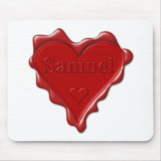 Tapis De Souris Samuel. Joint rouge de cire de coeur avec Samuel