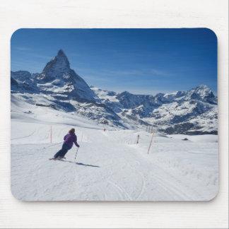 Tapis De Souris Skiant avec Mt. Matterhorn dans Zermatt, la Suisse